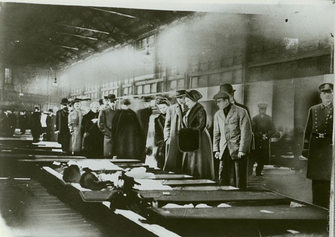 triangle shirtwaist fire reaction It was the deadliest workplace accident in new york city's history a dropped match on the 8th floor of the triangle shirtwaist factory sparked a fire that killed.